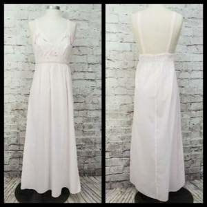 VTG Eppie by Anastacio 40/42 Embroidery NightGown